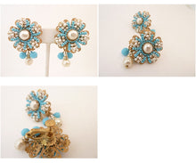 Load image into Gallery viewer, Vintage Signed Miriam Haskell Drop Earrings