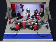 1/64 / HO slot car pit crew figures (Modern).