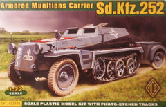 1/72 scale WW2 German Sd.Kfz.252 halftrack with munitions trailer.
