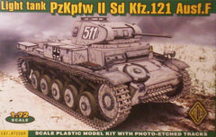 1/72 scale WW2 German PzKpfw II Aust.F tank model kit..