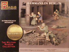 1/72 WW 2 Germans in Berlin military & civilian figures.