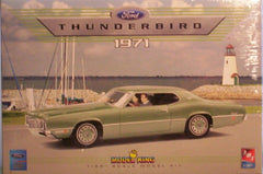 1/25 1971 Ford Thunderbird plastic model car kit.