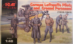 1/48 WW 2 German pilots & ground personal military model figures.