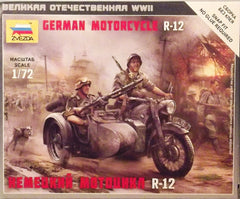 1/72 WW 2 German motorcycle with sidecar & military figures.