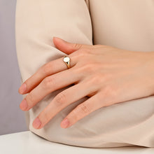Load image into Gallery viewer, EILEEN | Classic Signet Ring