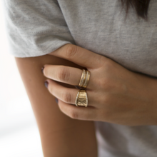 Load image into Gallery viewer, lifestyle diana ring