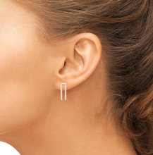 Load image into Gallery viewer, bella earrings on model