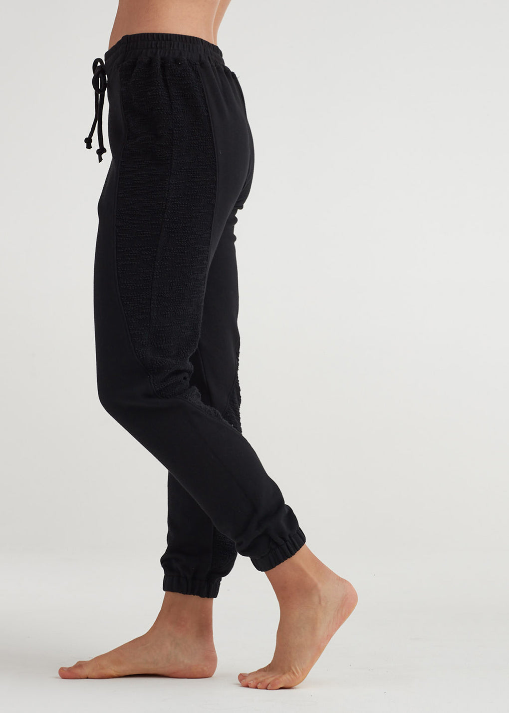 SEAMS FORWARD JOGGER