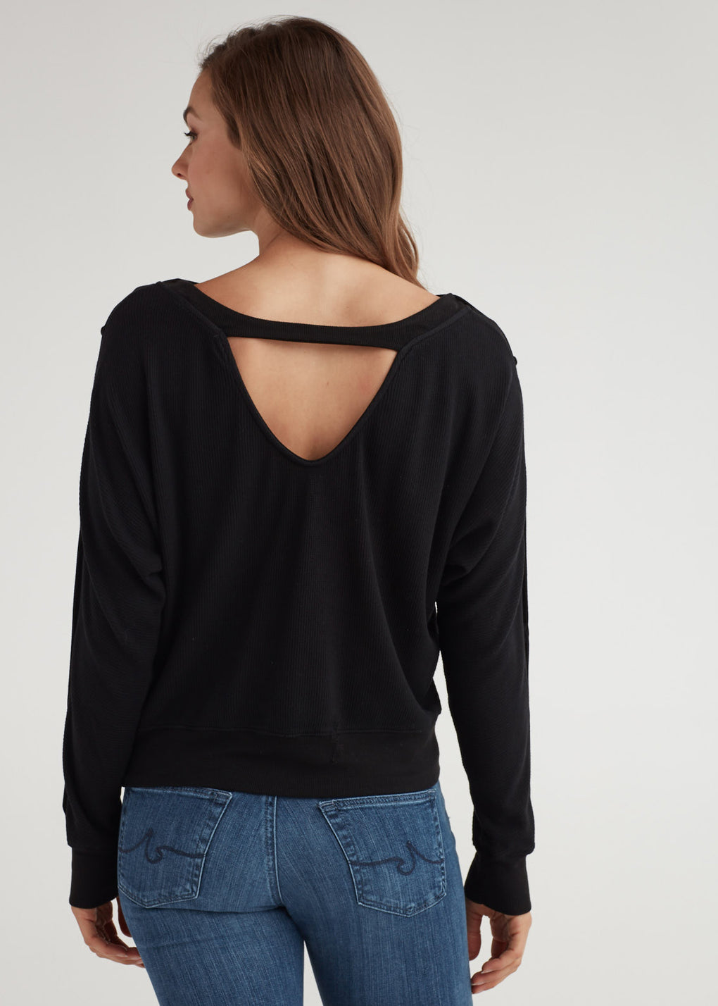 V BACK BUTTON SLEEVE TOP