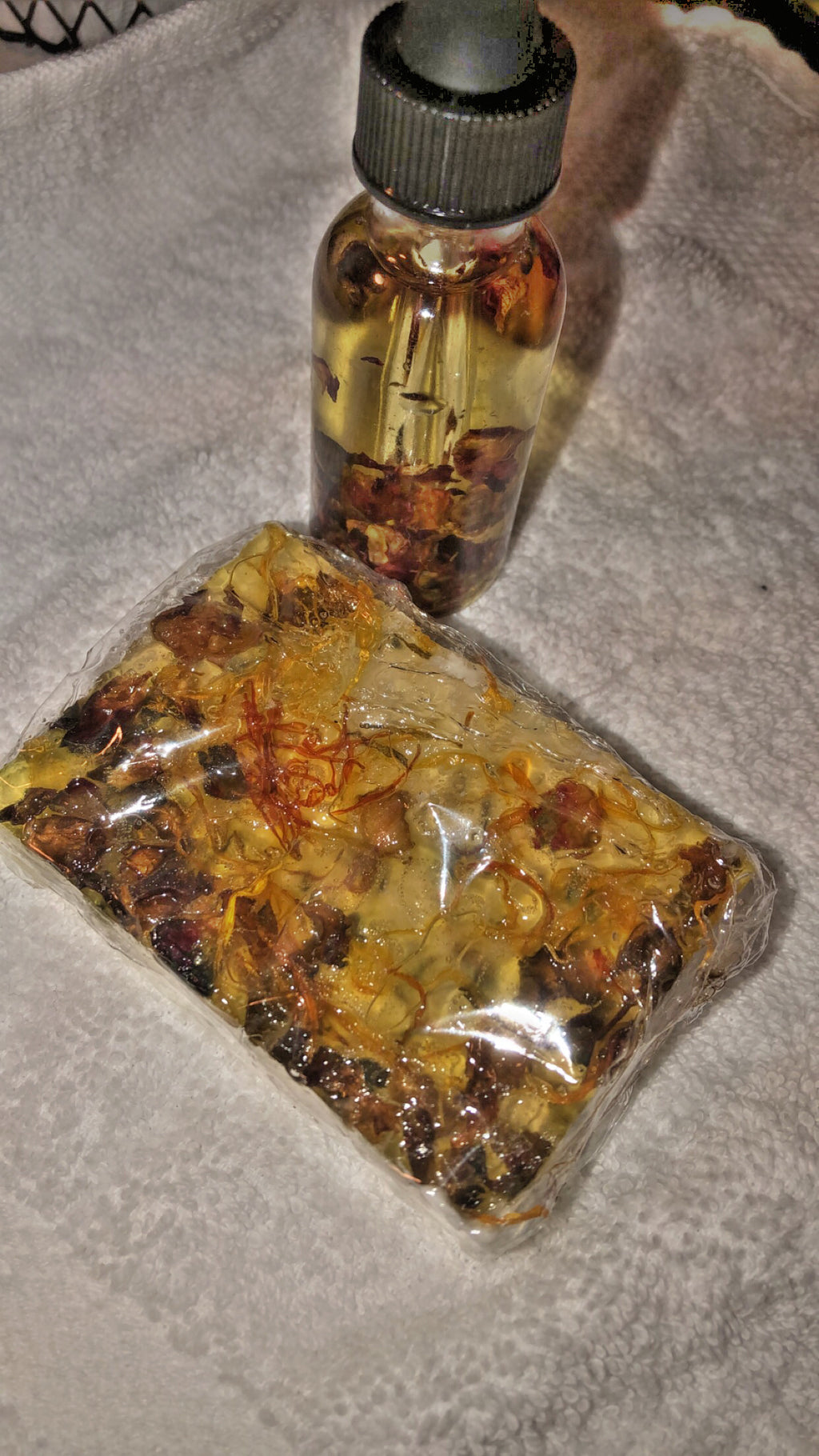Yoni gloss oil ( for pumpum area ) + HERBAL YONI SOAP BAR (FOR BODY