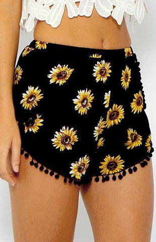 Chrysanthemum Print Trimmed Buttom Fringed Shorts - wikoco.com