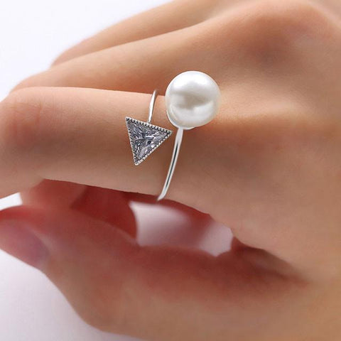 Pearl Crystal Triangular Diamond-bordered Open Ring