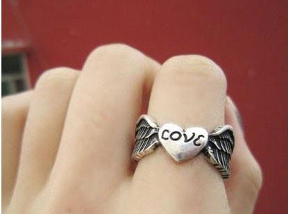Retro Angel Wings Love Ring - wikoco.com
