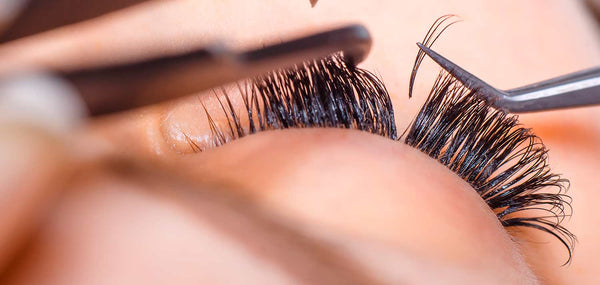Find out how to remove eyelash extensions at home quickly and easily