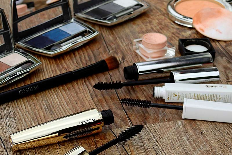 Recreate your makeup from the 80s with the following tips