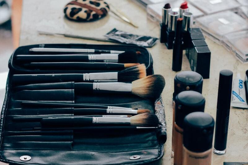Learn about the best low cost makeup bases for oily skin