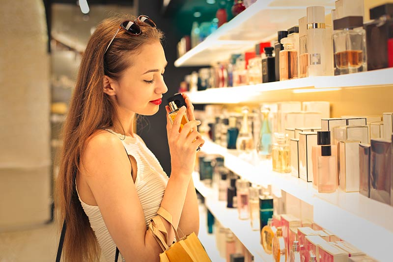 Find the meaning of your dreams and find out what it means to dream about perfume