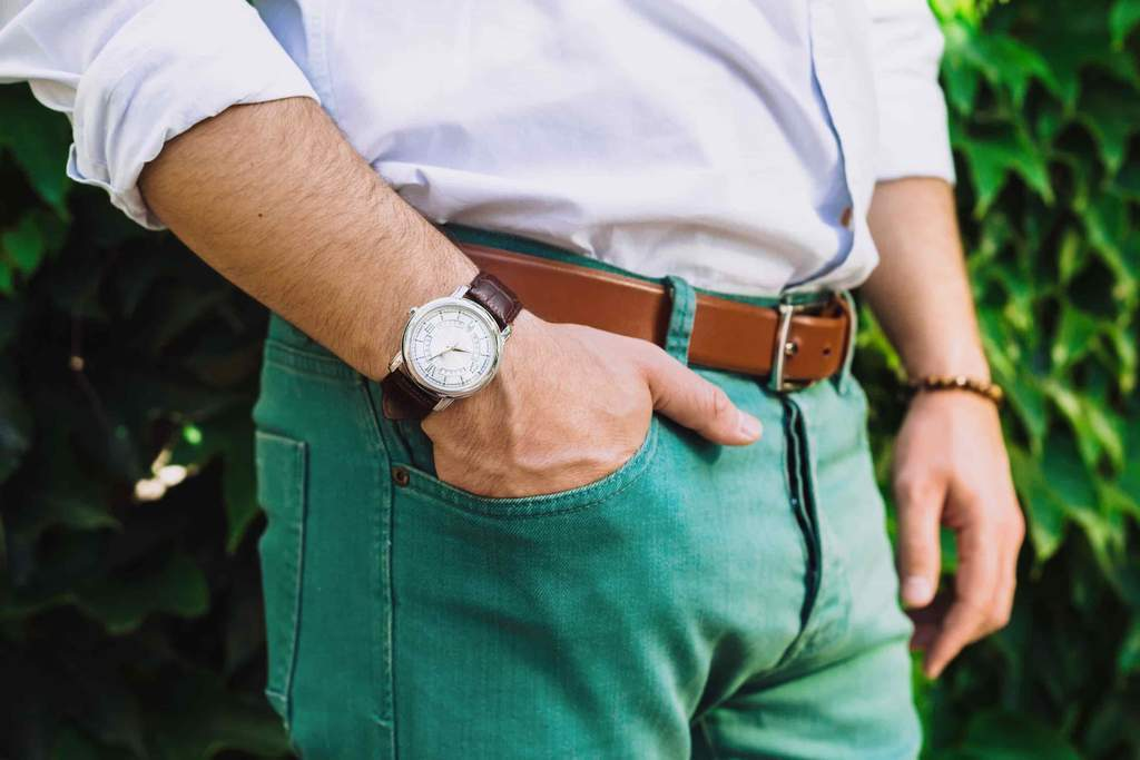 discover which colours to match with green trousers