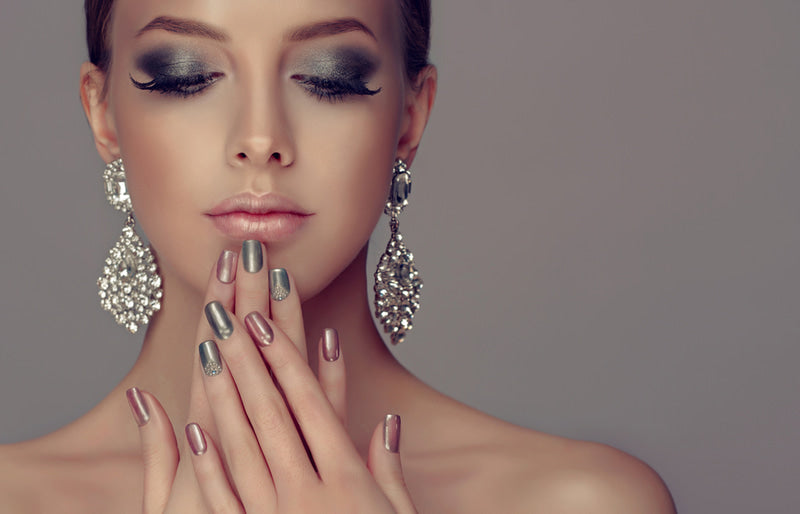 Discover how to do gel nails and best tips to make them look perfect