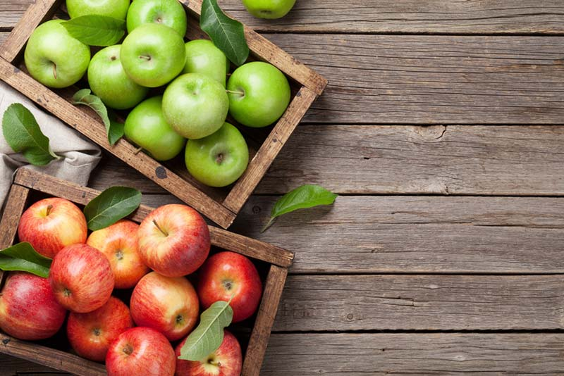 How many calories has each variety of apple that exists