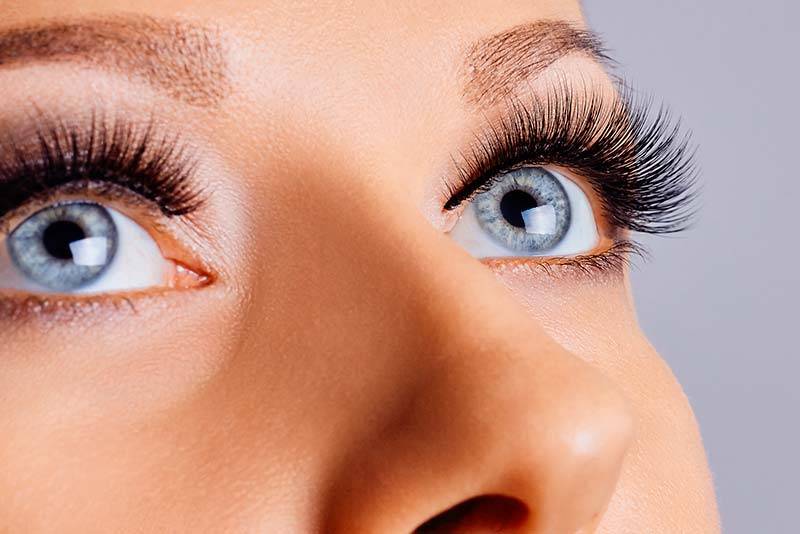 Tips on how to remove eyelash extensions without causing damage