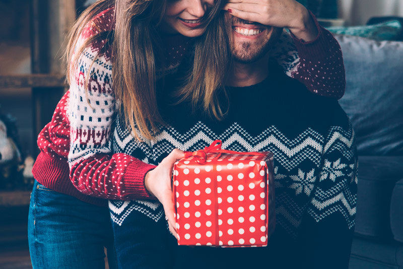 Find out what to give your partner to show your love in the most original way