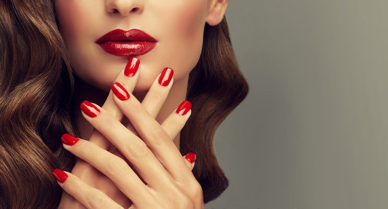 List with the types of fashionable manicures and what they involve