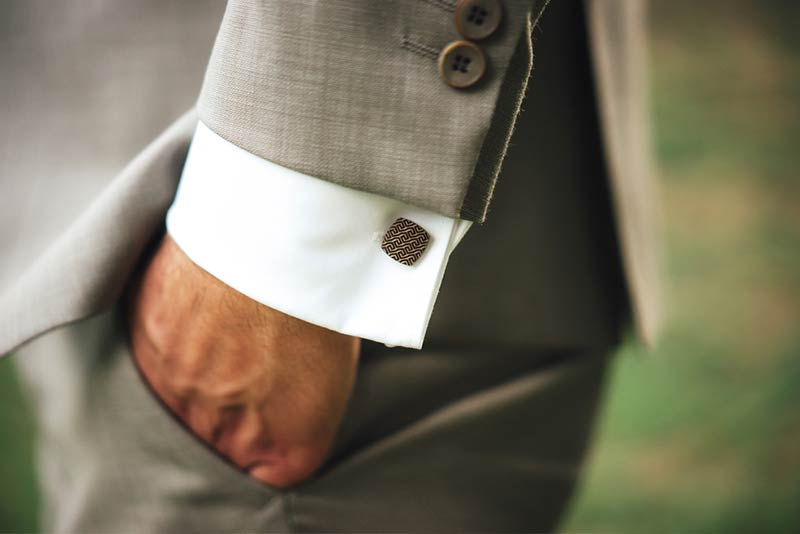 Clothing and colours to wear with a men's grey trouser outfit
