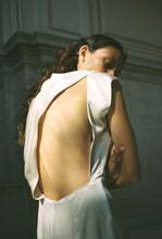 Load image into Gallery viewer, KAMPERETT | LOCKWOOD SILK GOWN | IVORY