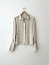 Load image into Gallery viewer, KAMPERETT PEREGRINE SILK BLOUSE | IVORY