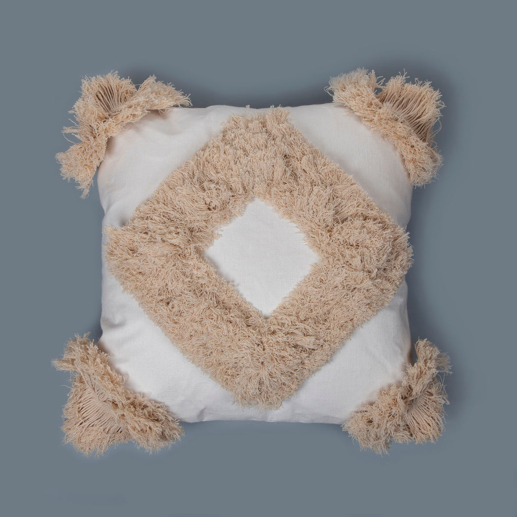 All White Earthy Cushion Fray 02