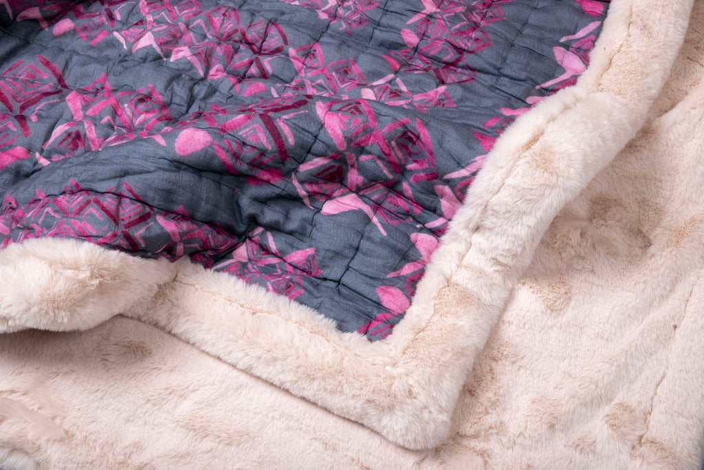 Weighted Faux Fur Quilt Colour Story Pink