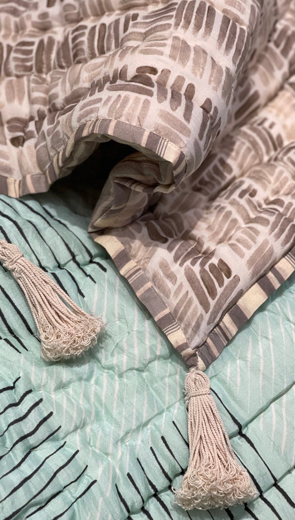 DE-STRESS Print Cotton Quilt | Deme x vVyom | Limited Edition