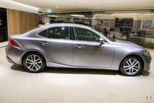 Load image into Gallery viewer, 【官方认证二手车】2018 Lexus Is IS300 Luxury ASE30R,首付14600,月租低至980