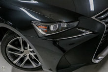 Load image into Gallery viewer, 【官方认证二手车】2017 Lexus Is300 Luxury ASE30R轿车,首付15500,月租低至1029