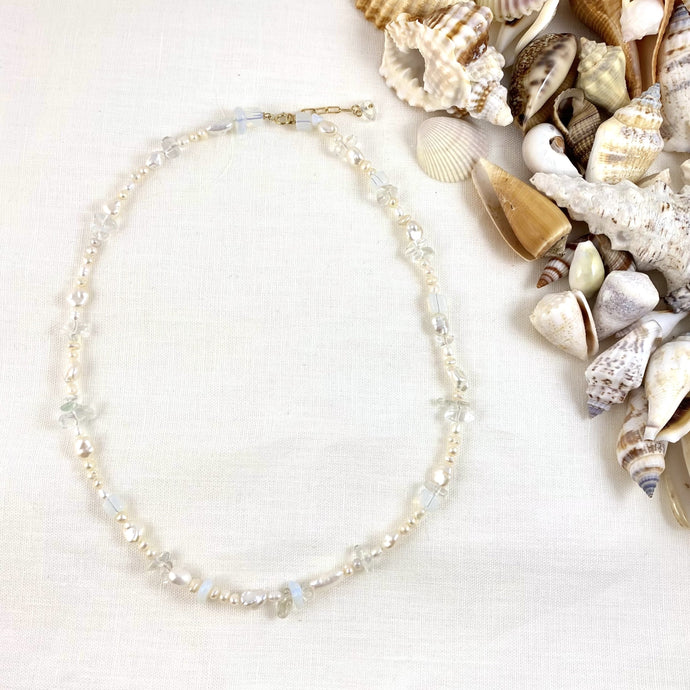 WHITE SAND NECKLACE