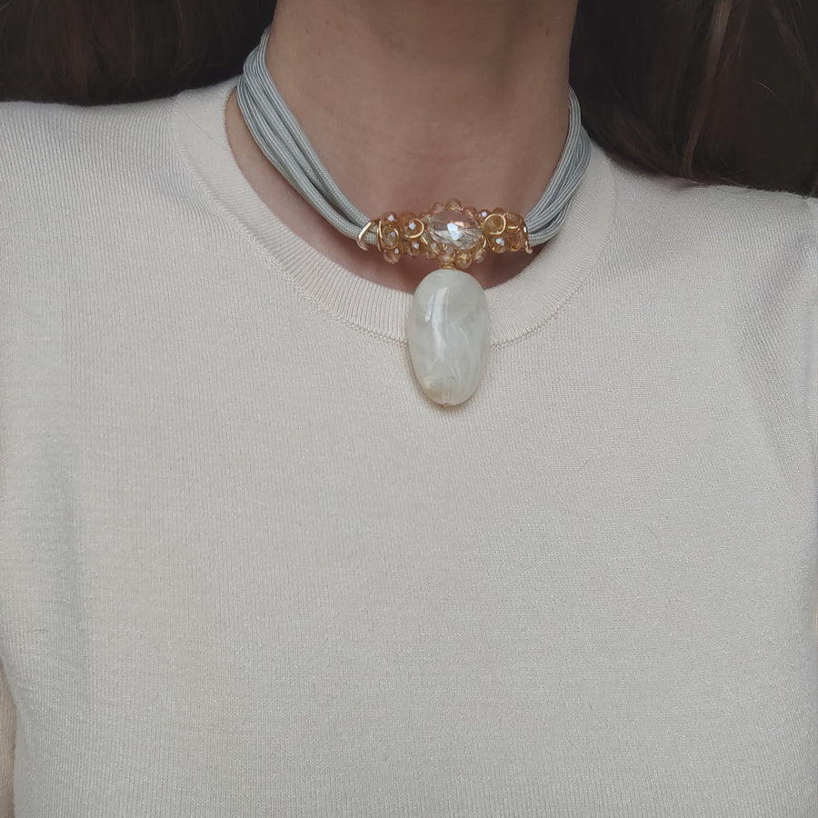 Cream toned cluster necklace