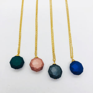Colourful matt short chain necklaces
