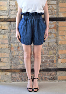 Shorts con vita raccolta in denim