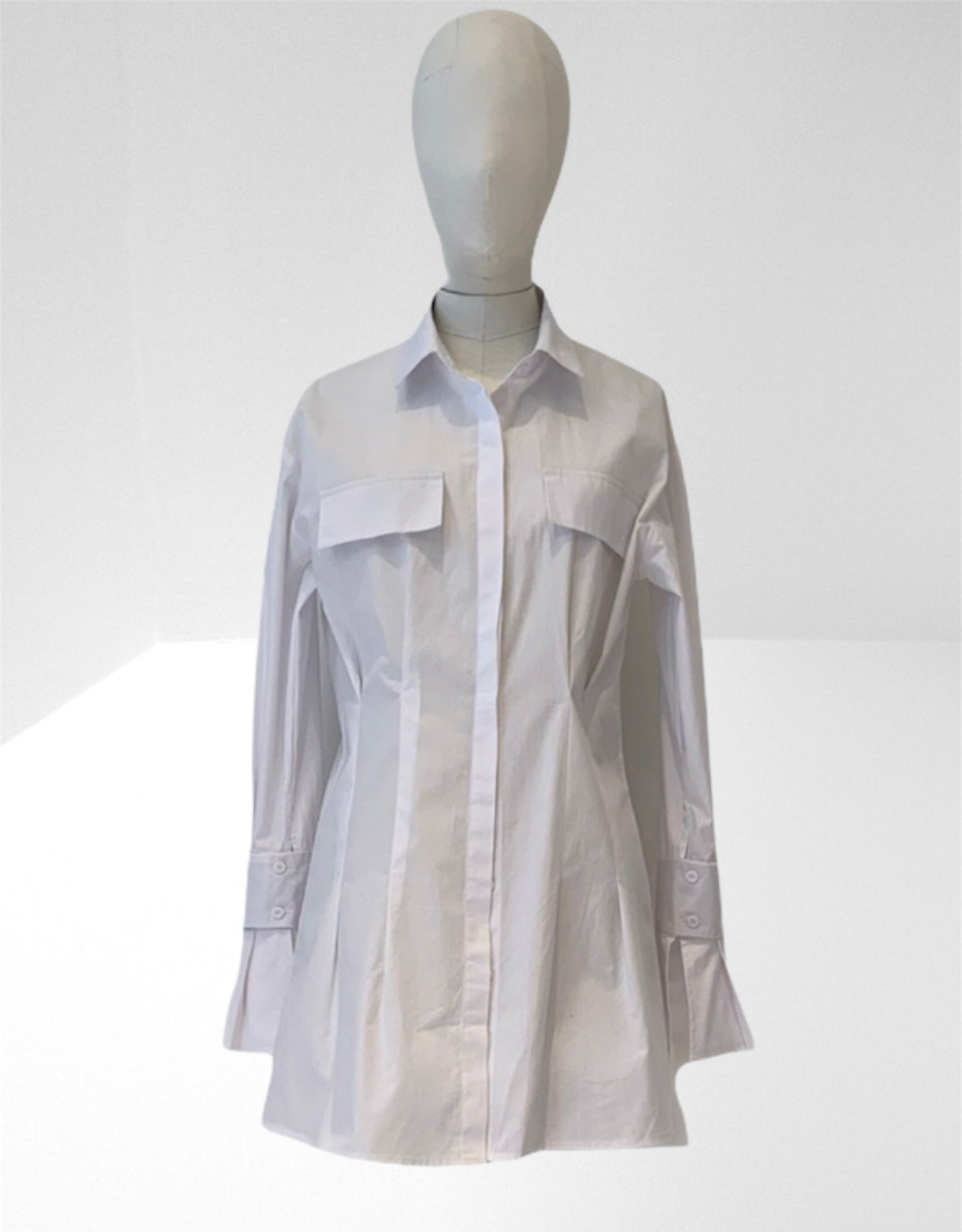 White cotton fitted shirt.