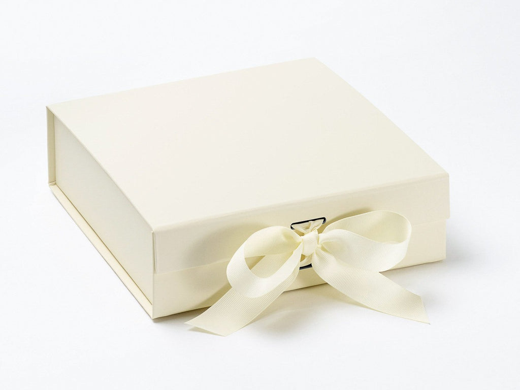 Ivory Medium Gift Box With Changeable Ribbon Ideal For Wedding Gifts