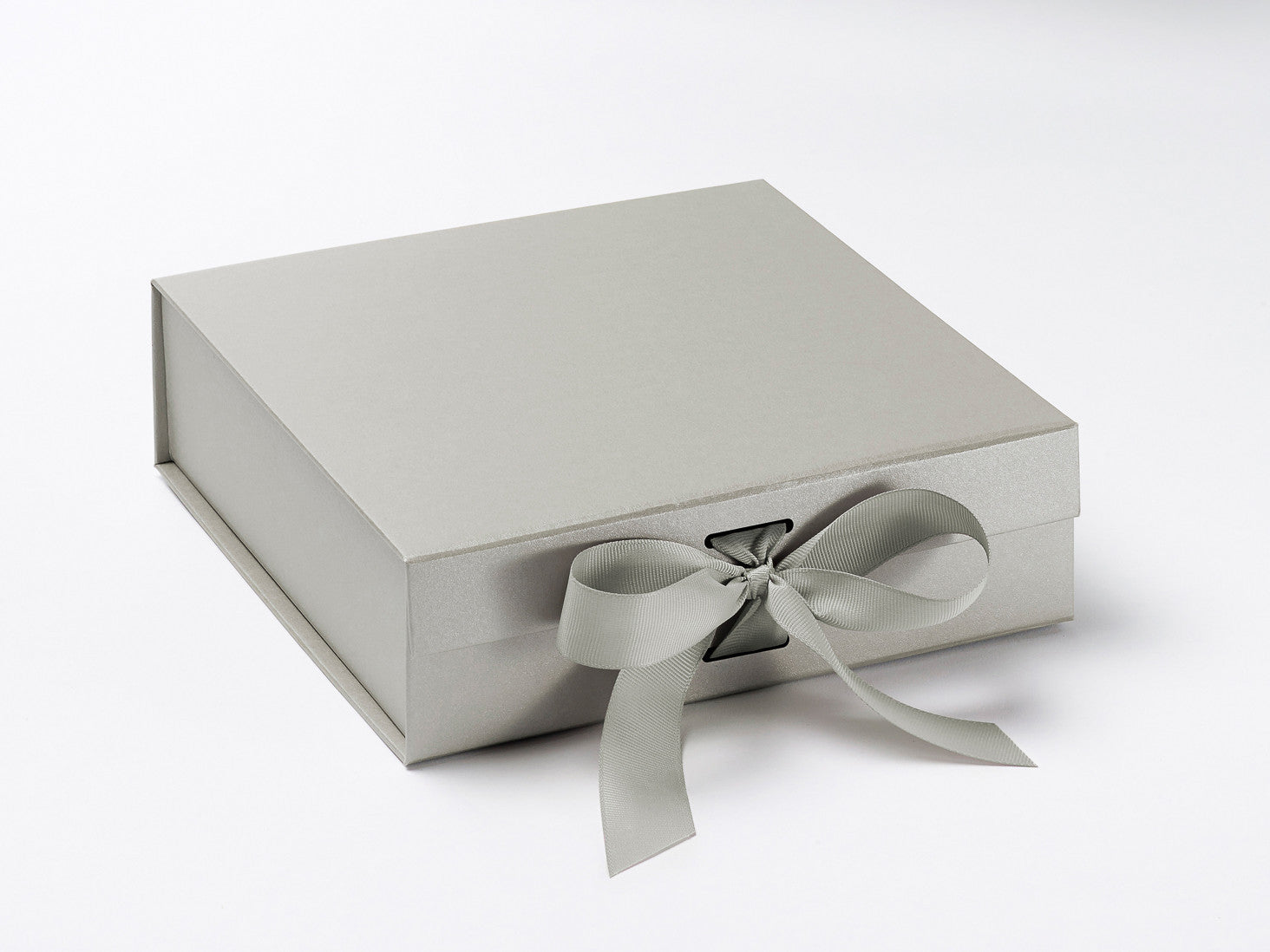 Luxury Pearl Silver Medium Gift Boxes with Changeable Ribbon Color ...