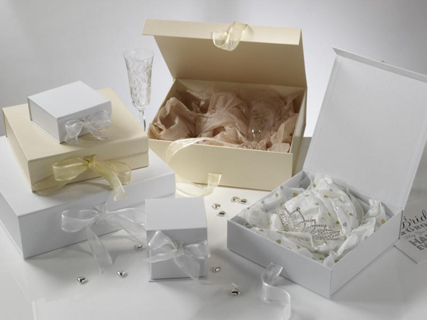 High Quality White Folding Magnetic Gift Box With Grosgrain Ribbon