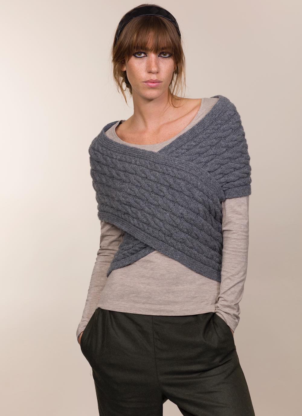 Womens Fisherman Aran Cable Wrap in Wool & Cashmere - Dark Grey