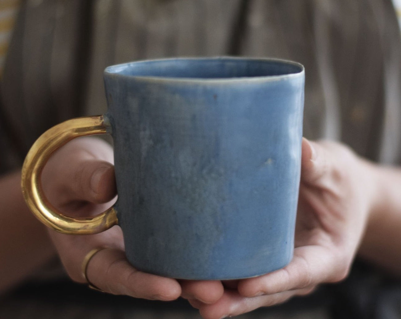 Organic cylinder mat blue mug w/ gold handle