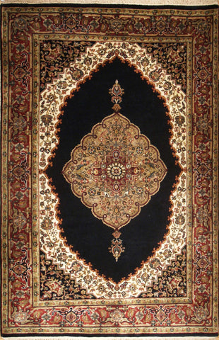 Picture of 4x6 Kashan Black/Burgundy