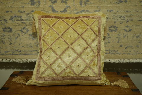 Picture of Yellow/Gold Velvet Cushion