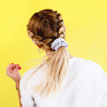 HOW TO DO A DUTCH BRAID WITH A 90S VIBE