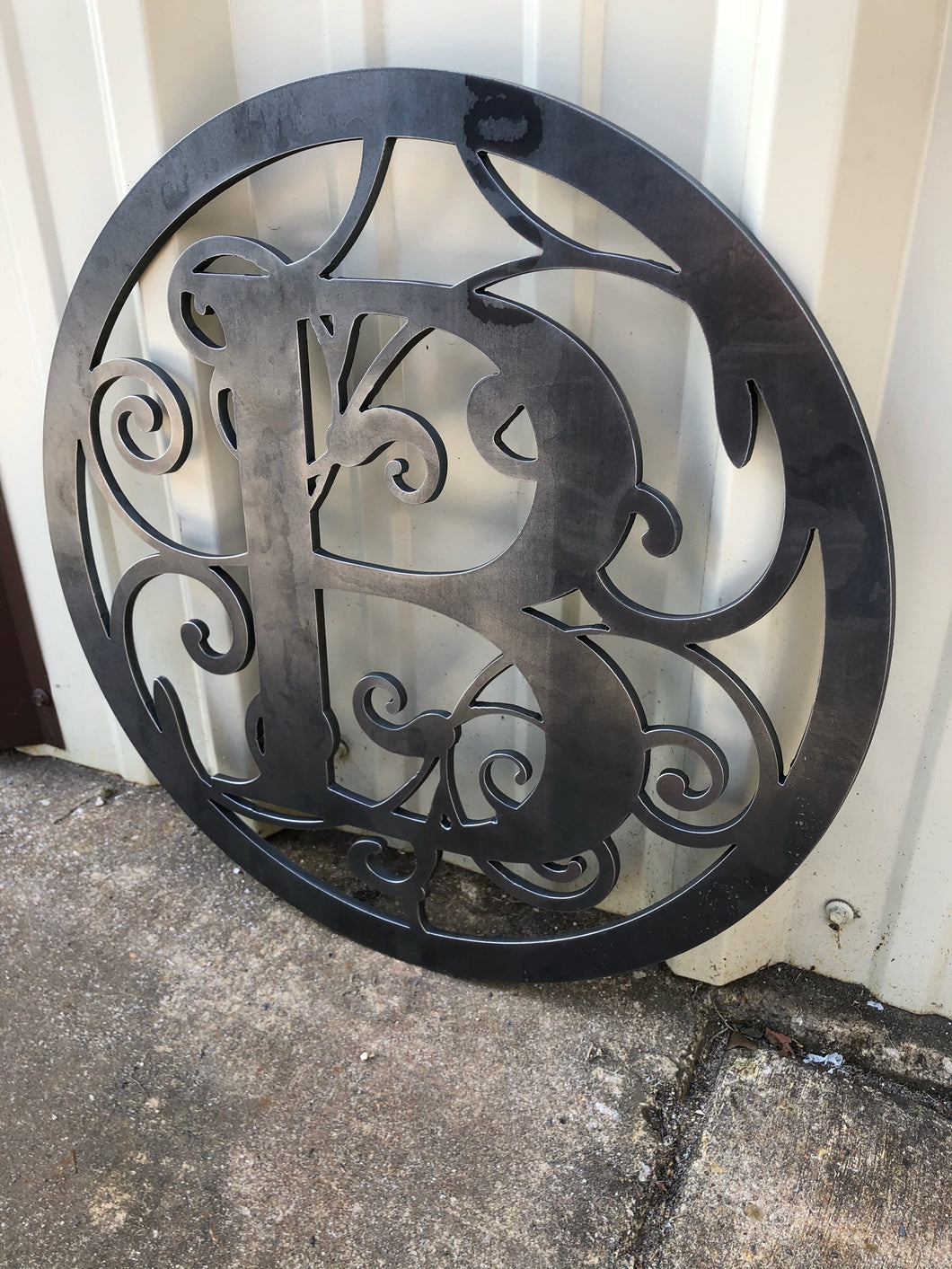 Vine Letter in Circle No Name - Woodpost Metalworks