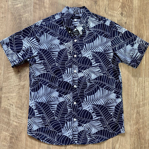 Men's Shirt: Kaʻōpua Shirt, Cotton, Lau Maiʻa Lau Niu, Navy/White